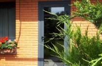 Сучасні двері для приватного будинку