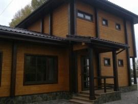 Вікна у поєднанні з дерев'яним брусом